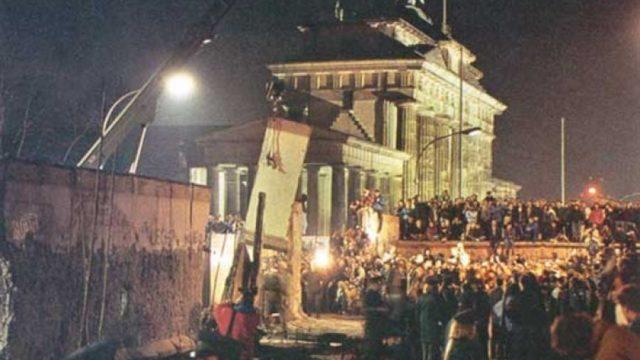 Stasera in tv sabato 9 novembre 2019 - Caduto Muro di Berlino