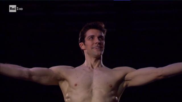 Se il balletto diventa evento con l'autoironia di Roberto Bolle