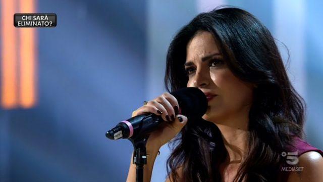 """Amici Celebrities - Laura interpreta """"E penso a te"""" di Battisti"""
