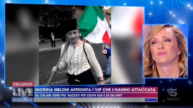 La Parietti inizia una querelle con Giorgia Meloni in merito alla sua presenza in Parlamento.