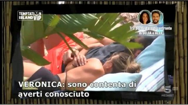 Temptation Island Vip 2-Alex e Veronica spiaggia