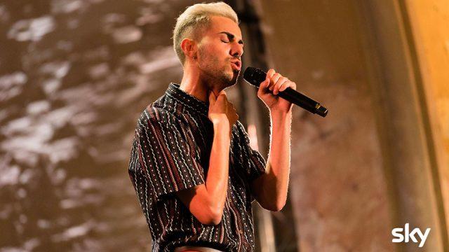 """X Factor - Daniel cambia genere e propone """"Rescue me"""""""