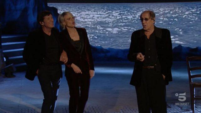 Adrian - Celentano De Filippi e Morandi chiudono cantando Azzurro