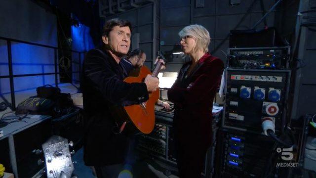 Adrian diretta 14 novembre - Maria De Filippi e Gianni Morandi nel backstage introducono Adriano Celentano