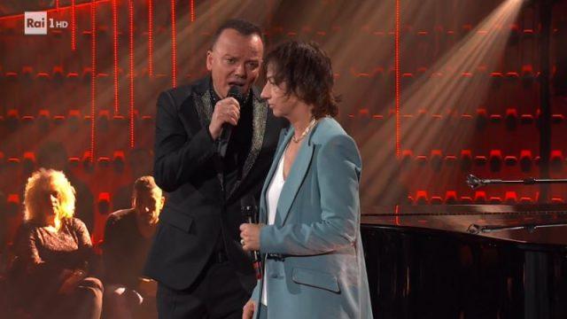 """Gigi D'Alessio e Gianna Nannini cantano """"'O surdat 'nnnamorat"""""""