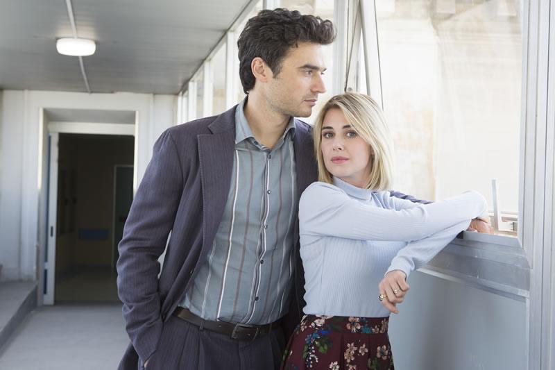 Oltre la soglia personaggi Nina Torresi (Barbara) e Paolo Briguglia (Alessandro)