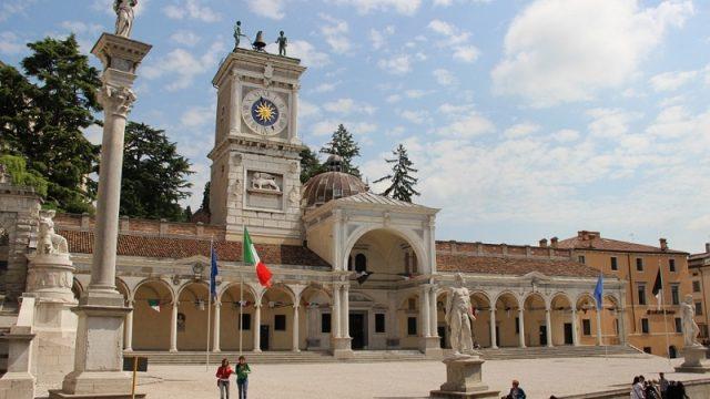 Al posto delle stelle - piazza Matteotti ad Udine