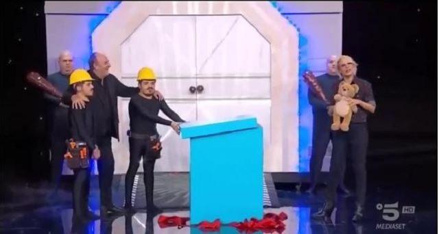 Stasera in TV sabato 23 novembre – Cosa va in onda su Canale 5 e sugli altri canali Mediaset