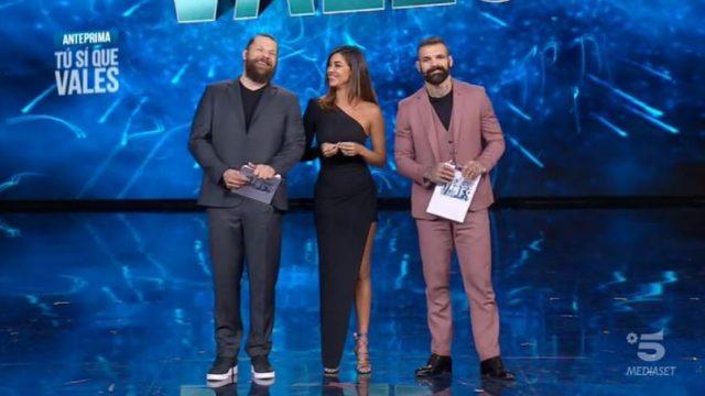 Tu si que vales - puntata 2 novembre 2019 - I tre conduttori in apertura di puntata