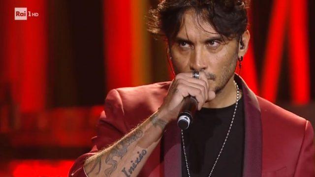 Una storia da cantare 23 noevmbre diretta - Fabrizio Moro canta Tu non mi basti mai
