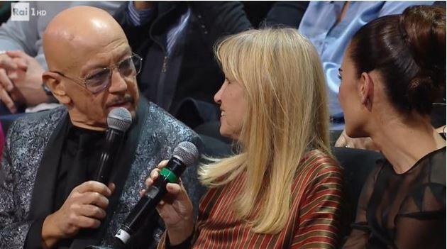 Una storia da cantare 23 novembre - Un passaggio con Dori Ghezzi durante l'omaggio a Fabrizi De Andrè