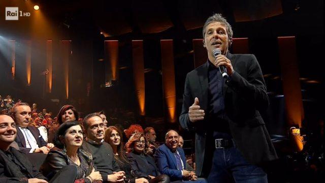 Una storia da cantare 30 novembre - L'omaggio di Luca Barbarossa a Lucio Battisti canta Per una lira