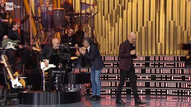Una storia da cantare 30 novembre - L'irruzione di Vincenzo Salemme e Patty Pravo canta Il paradiso