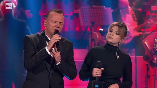 20 anni che siamo italiani diretta 6 dicembre - Ospite Emma Marrone canta con Gigi D'Alessio il brano Cu'mme