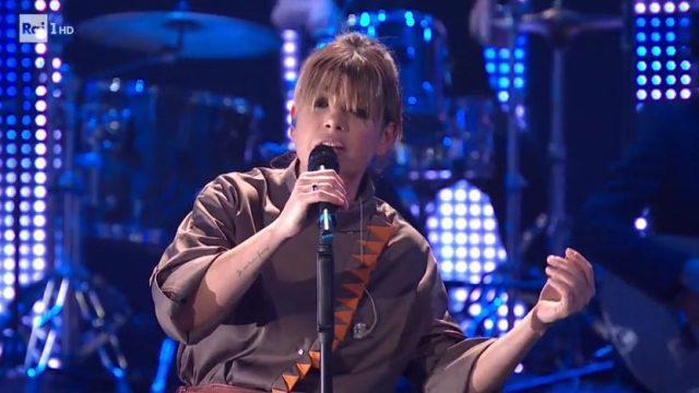 20 anni che siamo italiani diretta 6 dicembre - Emma canta in anteprima Stupida allegria