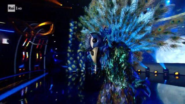 Il cantante mascherato 17 gennaio diretta - Seconda maschera in gara il pavone