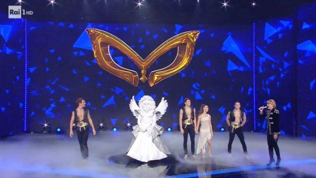 L'angelo nella prima sfida della finale de Il cantante mascherato