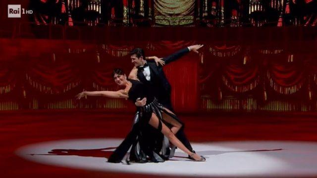 Danza con me Roberto Bolle - Virginia Raffaele balla con Roberto Bolle
