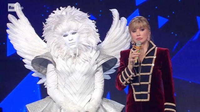 Il cantante mascherato 24 gennaio diretta - La seconda sfida tra l'angelo e il mostro - L'angelo vince ed è il secondo finalista