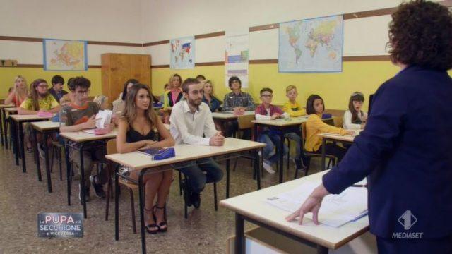 La pupa e il secchione e viceversa diretta 7 gennaio - Secchioni e pupe a scuola insieme ai bambini
