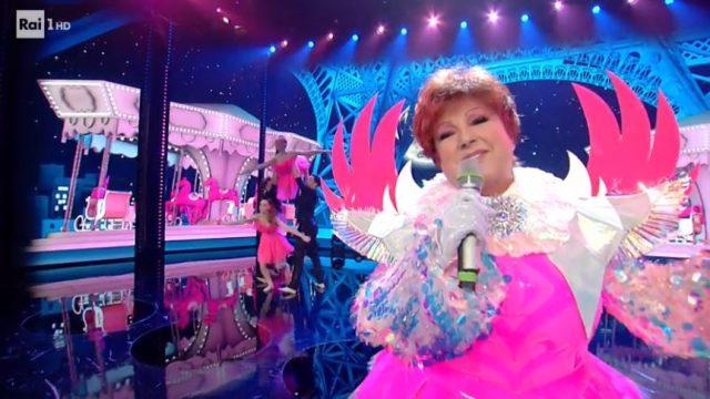 Il cantante mascherato 17 gennaio diretta - Orietta Berti nel costume da unicorno