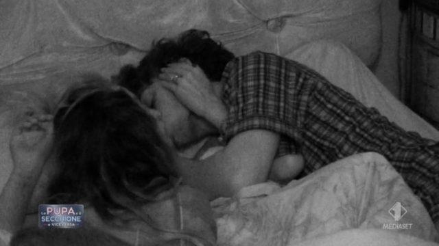 La pupa e il secchione e viceversa 14 gennaio diretta - Il bacio tra De Benedetti e Stella