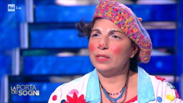 La clown Dottoressa Laura ha il sogno di regalare una clown-mobile ai bambini in cura