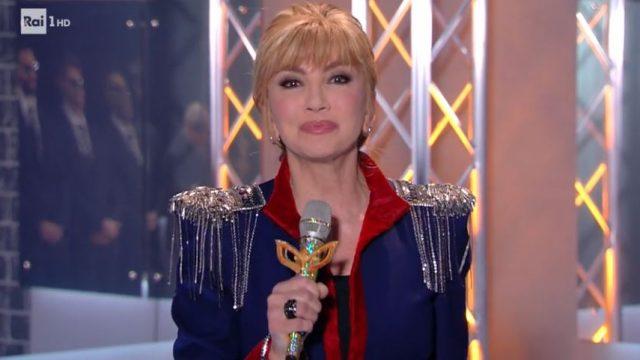 Milly Carlucci inizia la puntata del 17 gennaio con l'esibizione dell'angelo