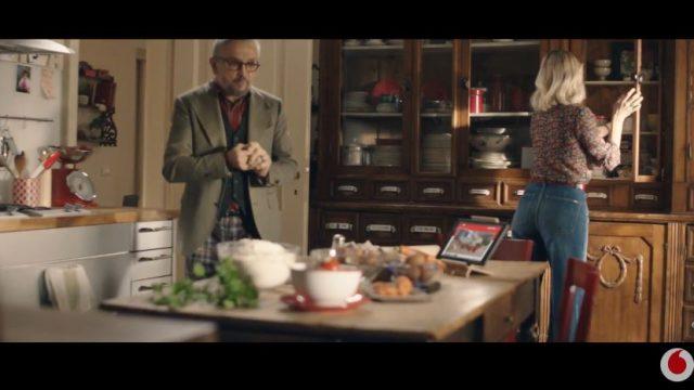 Spot in TV Vodafone - Chef Barbieri vicino di casa invadente per Giga Network