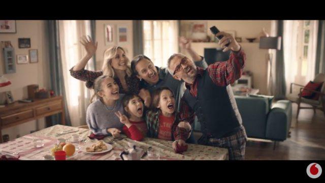 Spot in TV Vodafone - Chef Barbieri fa un selfie con la famiglia dopo il pranzo