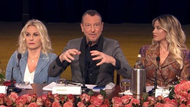 Sanremo 2020 conferenza stampa diretta - Parla Amadeus e presenta lo show