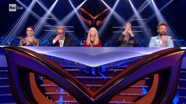 La giuria de Il Cantante mascherato pronta per la semifinale