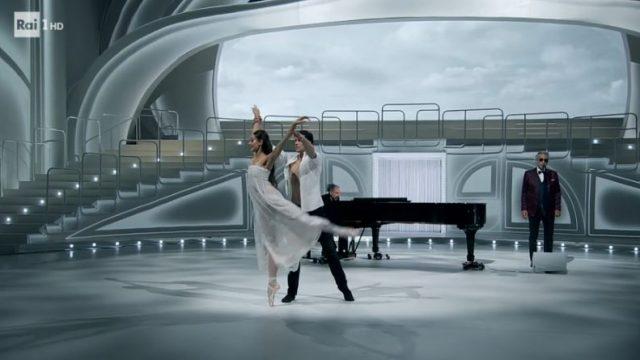 Il quartetto balla su Con te partirò