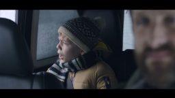 Spot in TV Jeep - La pubblicità sotto la neve in cui il bambino canta All by myself