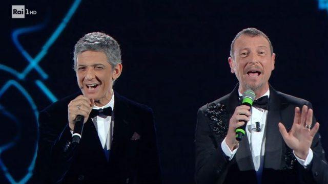 Amadeus e Fiorello cantano Gianni Morandi