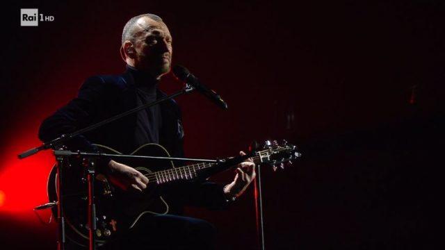 Biagio Antonacci canta Quanto tempo e ancora