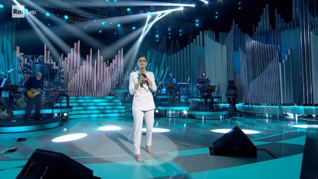 Bianca Guaccero canta Le notti di maggio