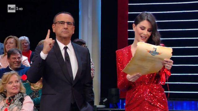 Carlo Conti e Ludovica Caramis aprono La Corrida in platea - La valletta legge il giuramento