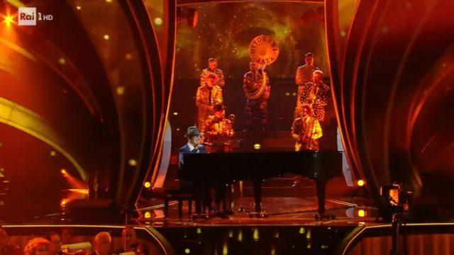 Raphael Gualazzi canta Carioca a Sanremo 2020