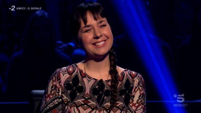 Chi vuol essere milionario diretta 26 febbraio - Laura Leonardi canta Ave Maria di Schubert e prosegue con la sesta domanda