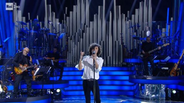 Una Storia da cantare 2 diretta 15 febbraio - Ermal Meta canta Almeno tu nell'universo