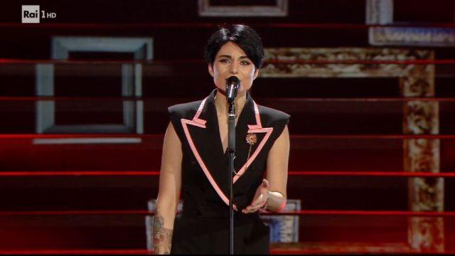 Sanremo 2020 look 8 febbraio Giordana Angi canta Come mia madre