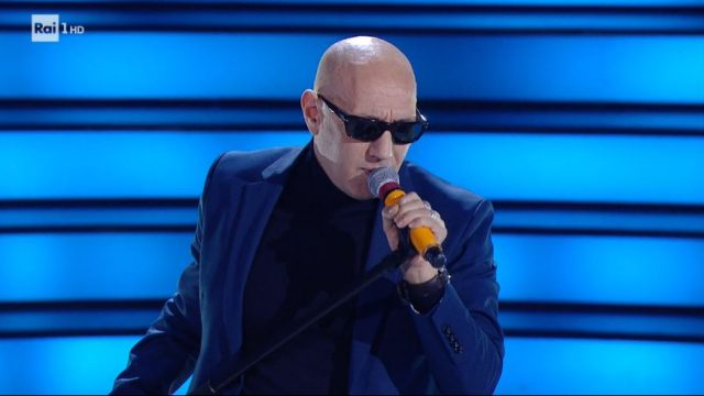 Giuliano Palma canta Nel blu dipinto di blu