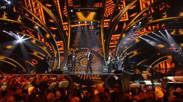 Sanremo 2020 diretta finale 8 febbraio - La gara continua con i pinguini tattici nucleari - Achille Lauro vestito da regina Elisabetta I