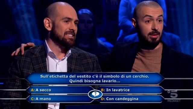 Chi vuol essere milionario diretta 19 febbraio - Stefano Caligione e l'amico Federico rispondono alla terza domanda