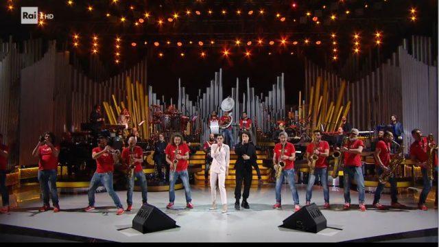 Leo Gassman, I Funk Off e Bianca Guaccero cantano Jesahel