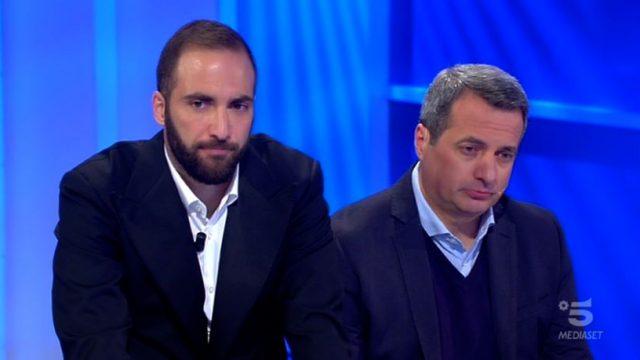 Ospite il calciatore della Juventus Gonzalo Higuain per il regalo a Jessica, Samuele ed Armando