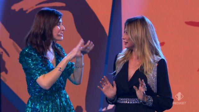 Vai di ospite - I comici omaggiano l'ospite Maddalena Corvaglia - La battle rap tra i capi squadra