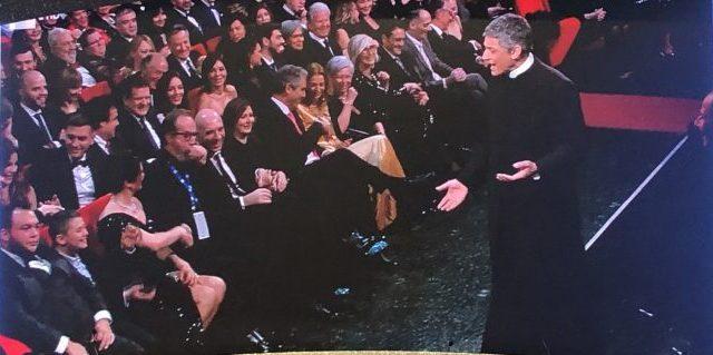 Sanremo 2020 Fiorello vestito da prete