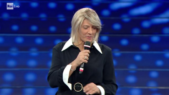 Sanremo 2020 Maria De Filippi imitata da Fiorello